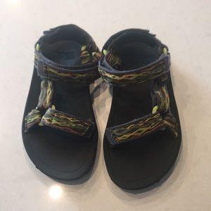 Teva sandals size 11 boys size 28 UK